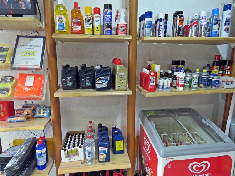 KFZ-Zubehör Shop Brucher Tankstelle Oberharmersbach